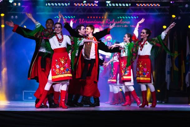 Foto de capa da notícia: Grupo argentino Roksolana garantiu participação no Festival Internacional de Folclore vendendo iguarias da culinária ucraniana