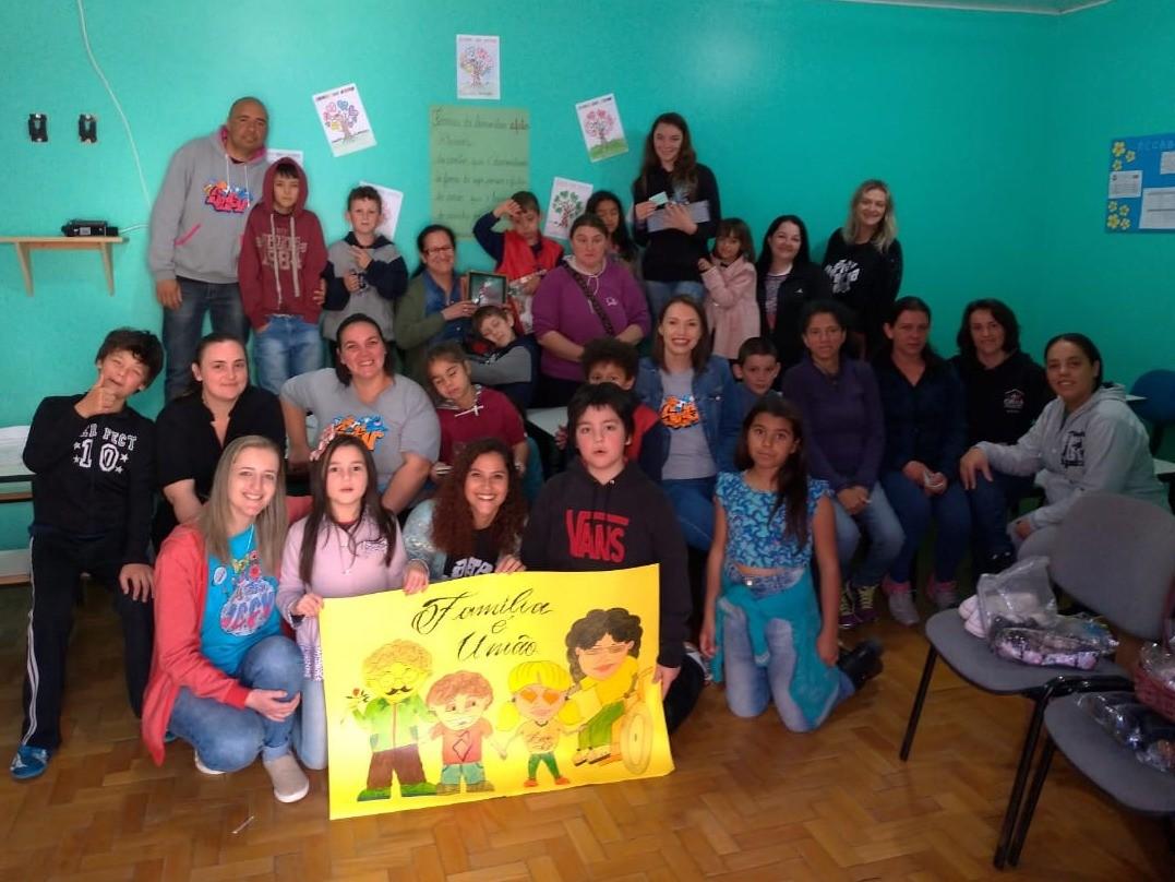 Foto de capa da notícia: Famílias reunidas no encontro do Serviço de Convivência e Fortalecimento de Vínculos