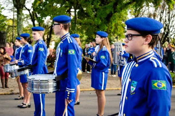 Foto de capa da notícia: Banda Marcial de Nova Petrópolis recebe uniformes oficiais