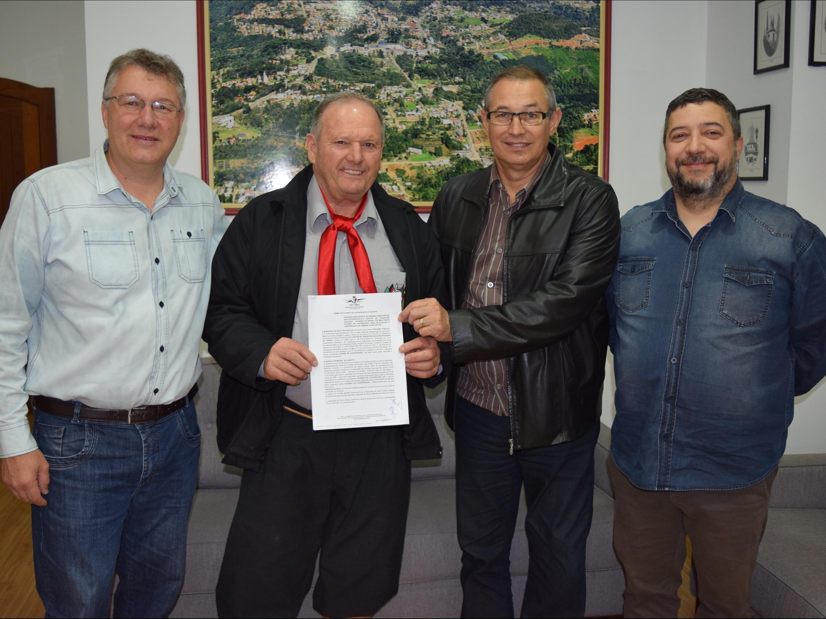 Foto de capa da notícia: Município firma Acordo de Cooperação com CTG Pousada da Serra