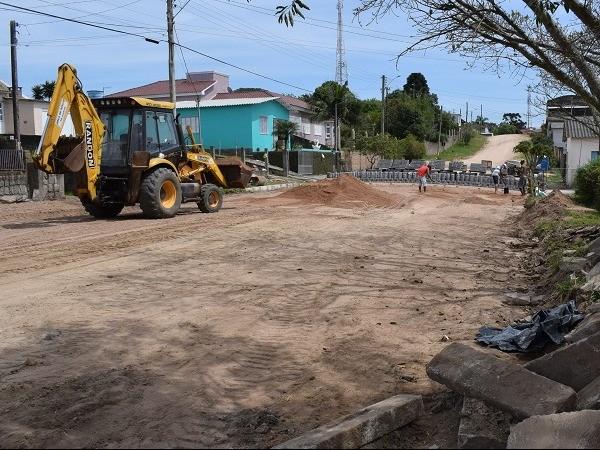 Foto de capa da notícia: Executivo Municipal acompanha pavimentação de ruas