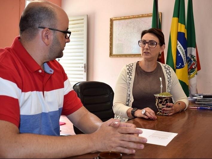 Foto de capa da notícia: Diretor da Escola de Enfermagem da FURG visita Cristal