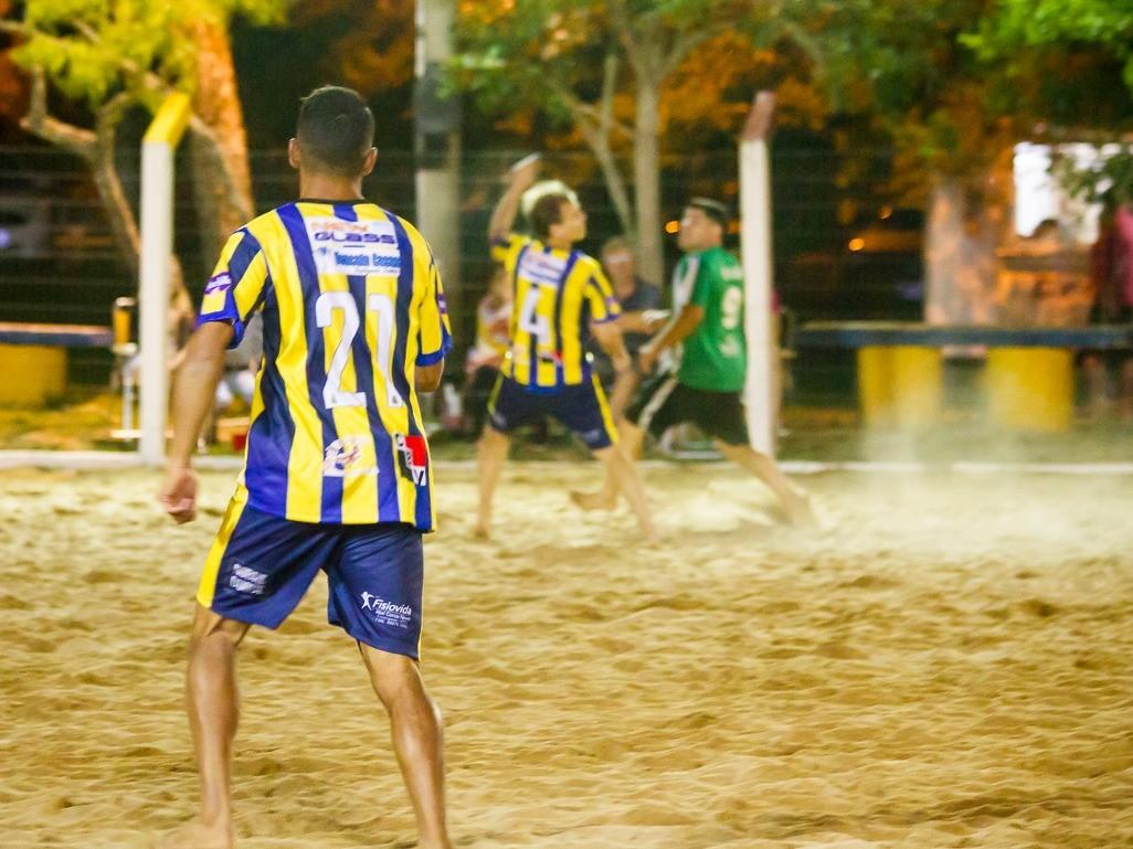 Foto de capa da notícia: Final de semana intenso de jogos do Campeonato Praiano