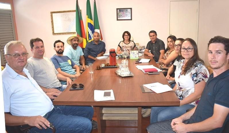 Foto de capa da notícia: Reajuste e aumento dos vencimentos dos servidores públicos municipais