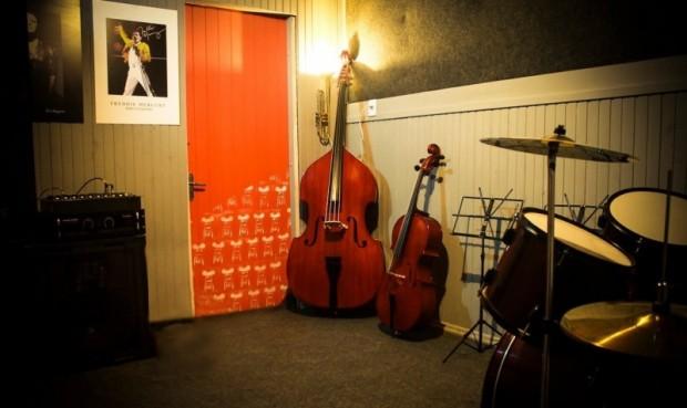 Foto de capa da notícia: Estúdio Musical E.J.