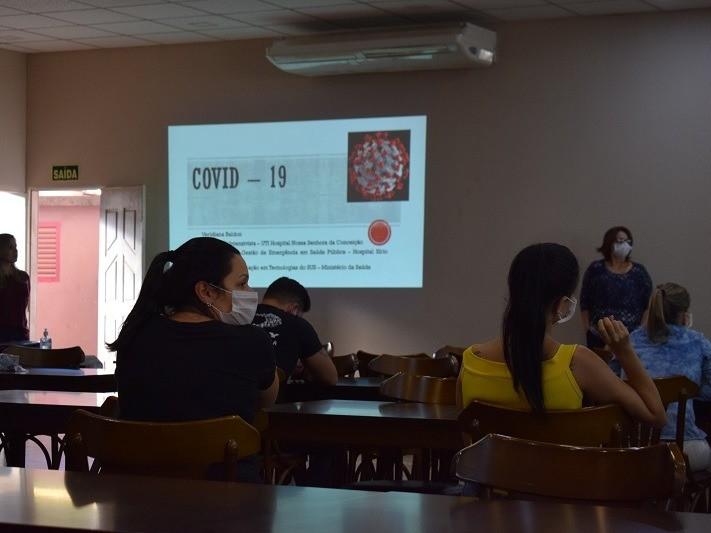 Foto de capa da notícia: Enfermeira especialista em Gestão de Emergência palestra em Cristal