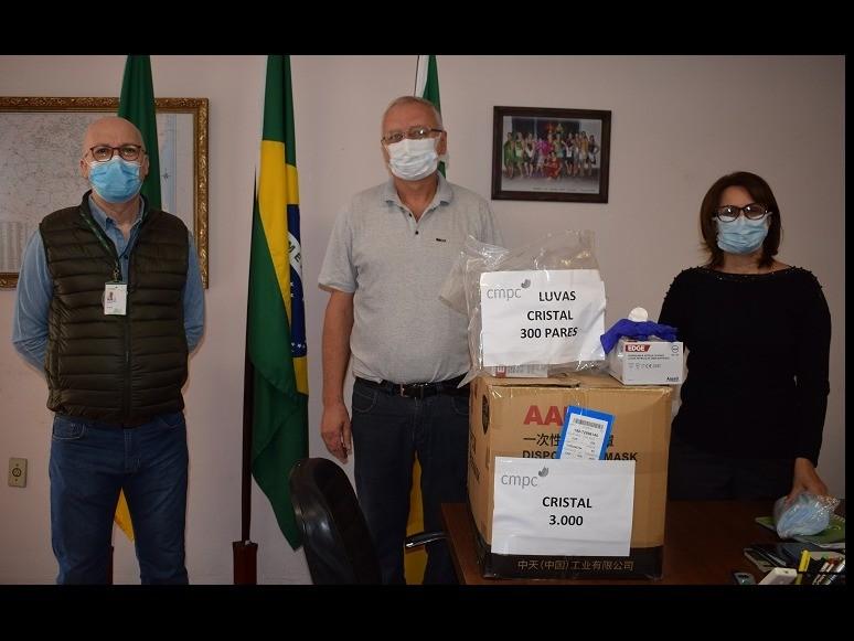 Foto de capa da notícia: CMPC doa EPis à Prefeitura de Cristal