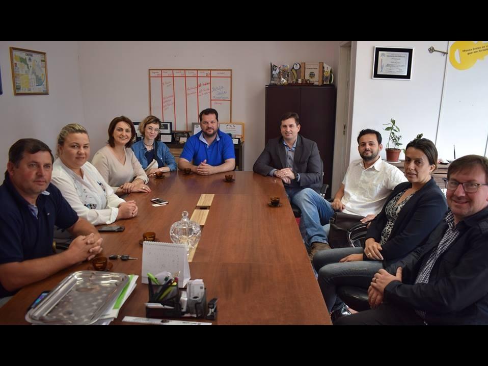 Foto de capa da notícia: Diretor da ECOSUL visita Cristal