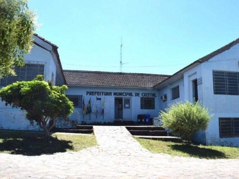 Foto de capa da notícia: Prefeitura de Cristal injeta 504 mil reais na economia local pagando a primeira parcela do 13º