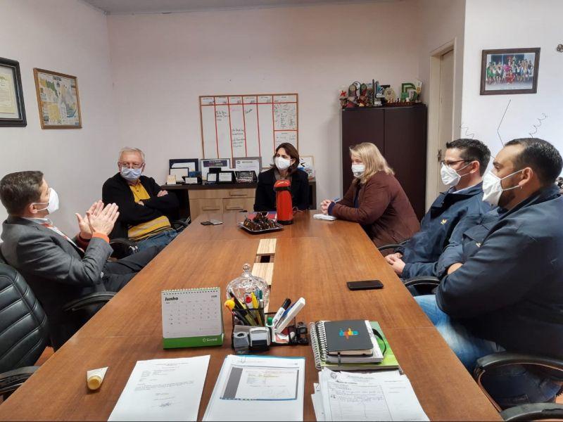 Foto de capa da notícia: Prefeita reúne-se com Gerente Regional de Produção Agrícola da Souza Cruz