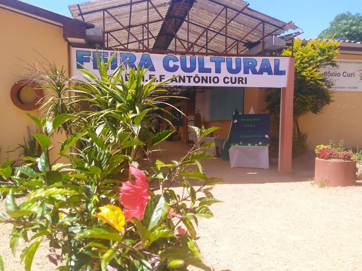 Foto de capa da notícia: VI Feira Cultural da Antônio Curi