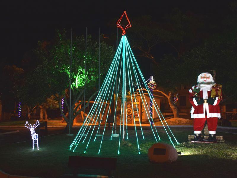 Foto de capa da notícia: Decoração Natalina na Praça Os Pioneiros