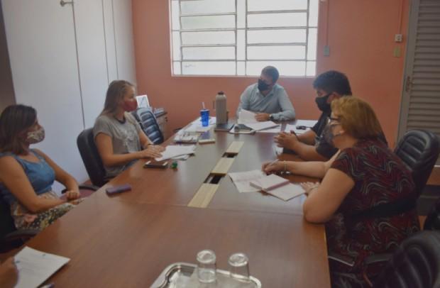 Foto de capa da notícia: Prefeito recebe relatório de atividades da  EMATER/RS-Ascar