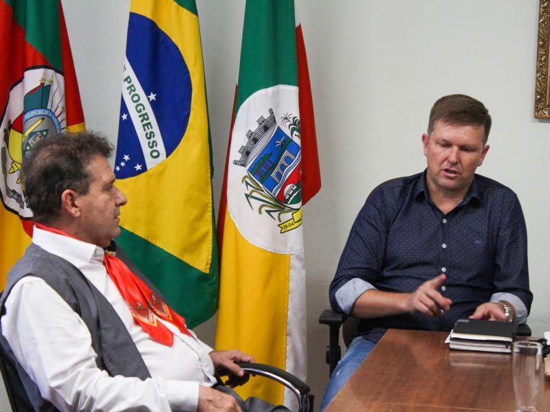 Foto de capa da notícia: Deputado Federal Pompeo de Mattos visita o gabinete