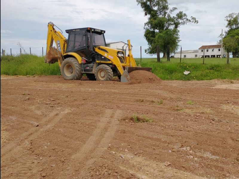 Foto de capa da notícia: Manutenção das estradas do interior para o início da colheita