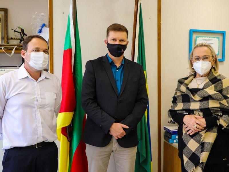 Foto de capa da notícia: Chefe do Executivo Municipal esteve na Capital junto a Casa Civil, Secretaria Estadual de Saúde e Brigada Militar