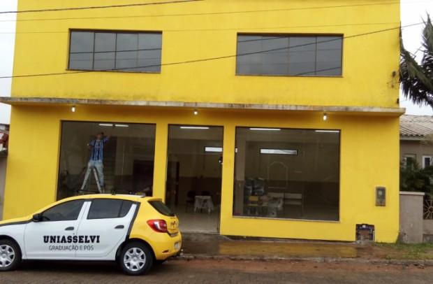 Foto de capa da notícia: Prédio onde será o Polo da Uniasselvi em Cristal já está recebendo as adaptações para receber a instalação no município
