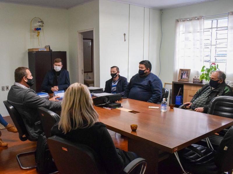 Foto de capa da notícia: Empresa de alimentos demonstra o interesse em aumentar parceria com os produtores de pepinos do município