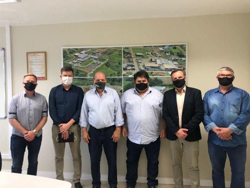Foto de capa da notícia: Prefeito municipal, vice-prefeito e vereadores foram a Teutônia em busca de parceria para desenvolvimento do agronegócio no município