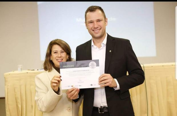 Foto de capa da notícia Presidente da Câmara recebe premiação em Caxias do Sul.