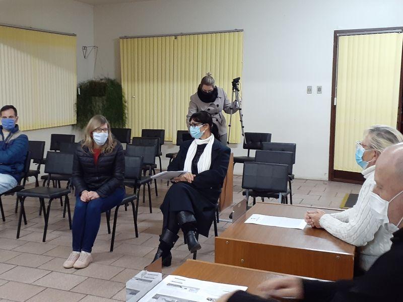 Foto de capa da notícia: Prefeita Municipal, Vice-Prefeito e Secretária da Saúde na Câmara de Vereadores.