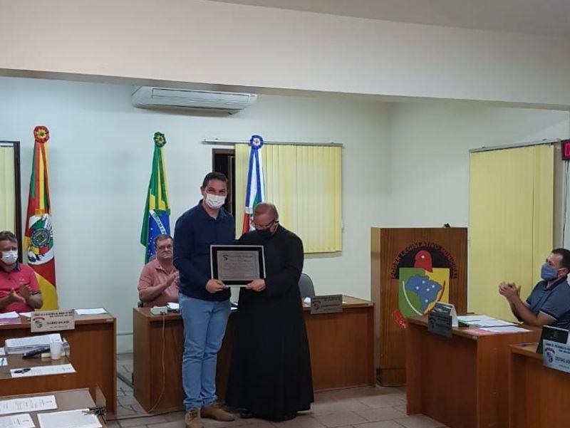 Foto de capa da notícia Câmara de Vereadores concede Título de Cidadão Honorário Morroreutense.