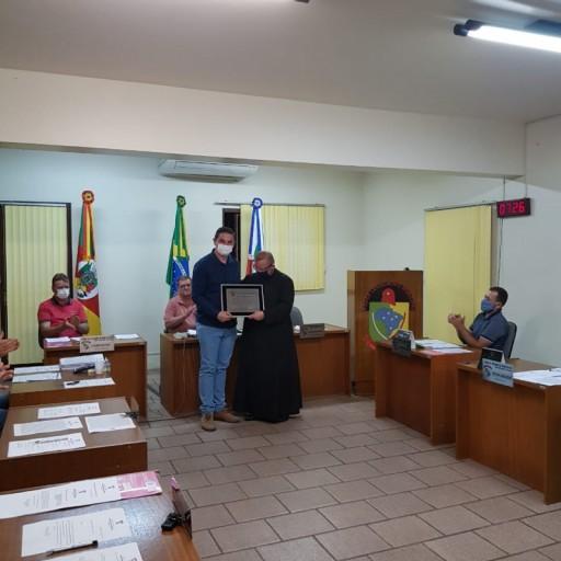 Foto de capa da notícia: Câmara de Vereadores concede Título de Cidadão Honorário Morroreutense.