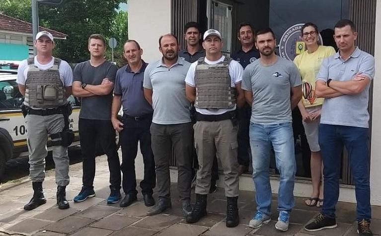 Foto de capa da notícia Administração de Ipê e CONSEPRO visitam a Brigada Militar