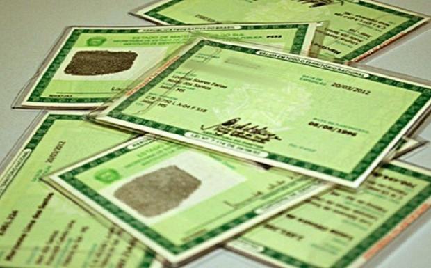 Foto de capa da notícia: Retomada a emissão de carteiras de identidade para casos urgentes