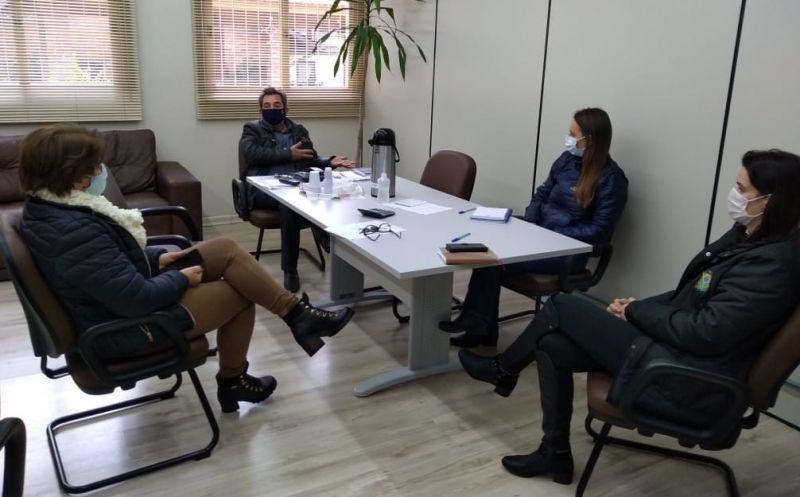 Foto de capa da notícia Reunião para discutir a mudança de bandeira no município