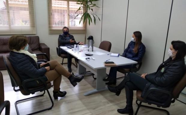Foto de capa da notícia: Reunião para discutir a mudança de bandeira no município