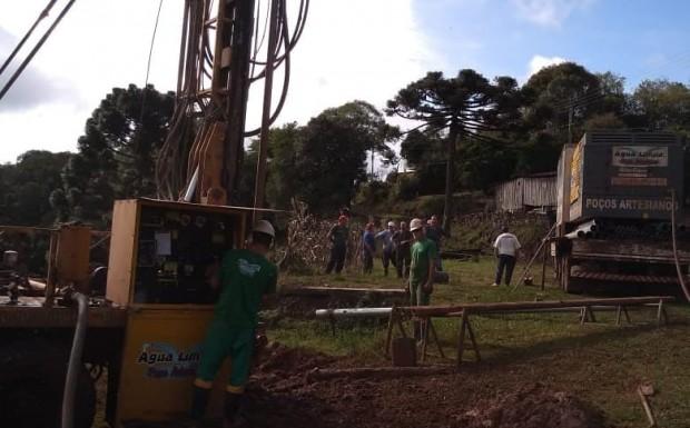 Foto de capa da notícia: Executivo de Ipê segue na perfuração de poços