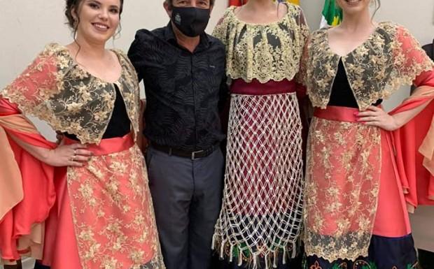 Foto de capa da notícia: Apresentação oficial dos trajes das soberanas de Ipê