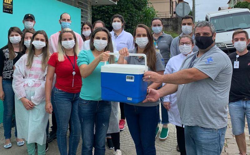 Foto de capa da notícia Primeiras doses da Vacina contra a Covid 19 acabam de chegar em Ipê!