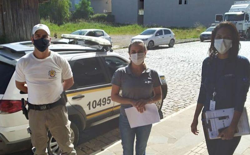 Foto de capa da notícia: PREFEITURA E BRIGADA MILITAR ORIENTAM COMUNIDADE