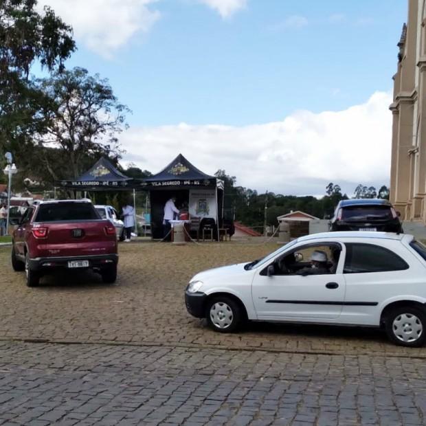 Foto de capa da notícia: MAIS 206 DOSES DE VACINA FORAM APLICADAS NO 8° DRIVE THRU!