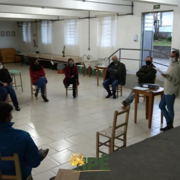 Foto de capa da notícia: COMITÊ DECIDE NOVAS MEDIDAS DE COMBATE AO CORONAVÍRUS