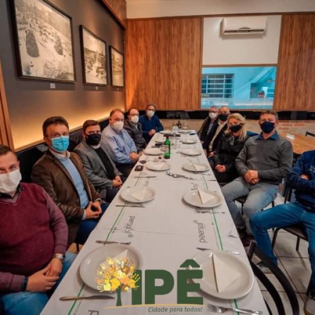 Foto de capa da notícia: PREFEITO PARTICIPA DE REUNIÃO JANTAR COM PRESIDENTE DA ASSEMBLEIA LEGISLATIVA