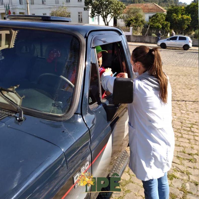 Foto de capa da notícia DRIVE THRU VACINOU MAIS 140 PESSOAS CONTRA A COVID-19
