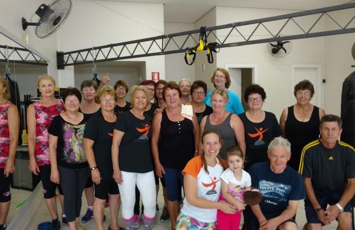 Grupo da 3ª idade que realizam atividade física no Studio Equilíbrio & Movimento