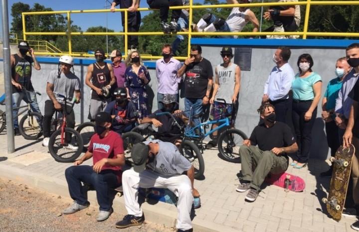 Autoridades e atletas das diferentes modalidades estiveram presentes no ato de inauguração