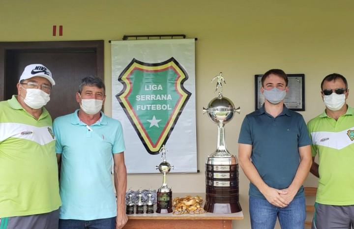 Prefeito e vice de Nova Pádua com o Presidente e vice da Liga Serrana de Futebol de Campo