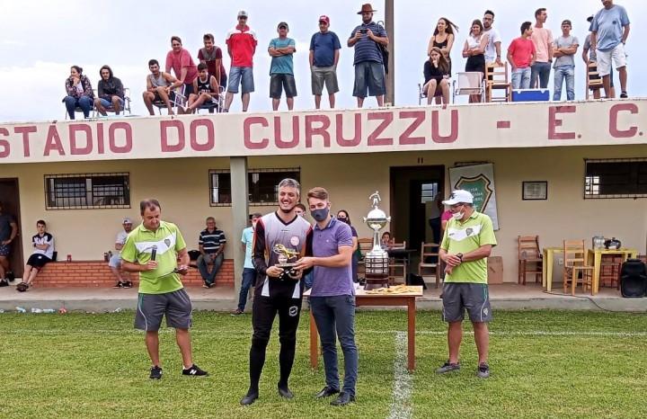 Bruno Brandelli, do E.C Ferroviário, recebeu o troféu de Goleiro Menos Vazado
