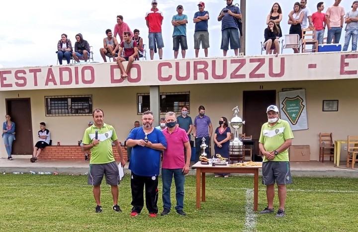 Eder Vanzin, do E.C Ferroviário, recebeu o troféu de Melhor Técnico da Libertadores