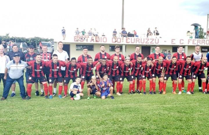 Direção, comissão técnica e jogadores do Esporte Clube Ferroviário do Município de Nova Pádua