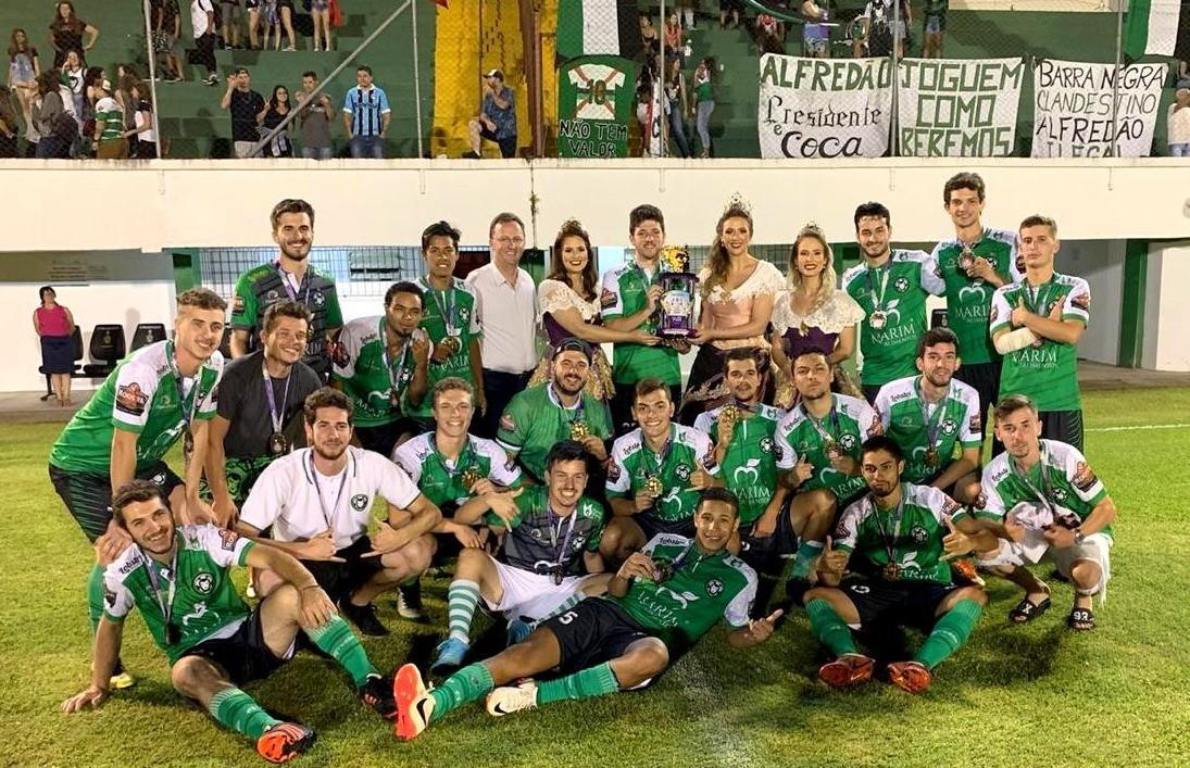 Alfredão Camp Nei é campeão da Copa FenaVindima de futebol de campo juniores