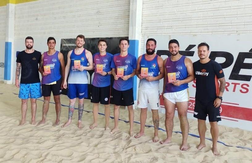 Vencedores do Torneio de Futevôlei da Arena Beach Sports
