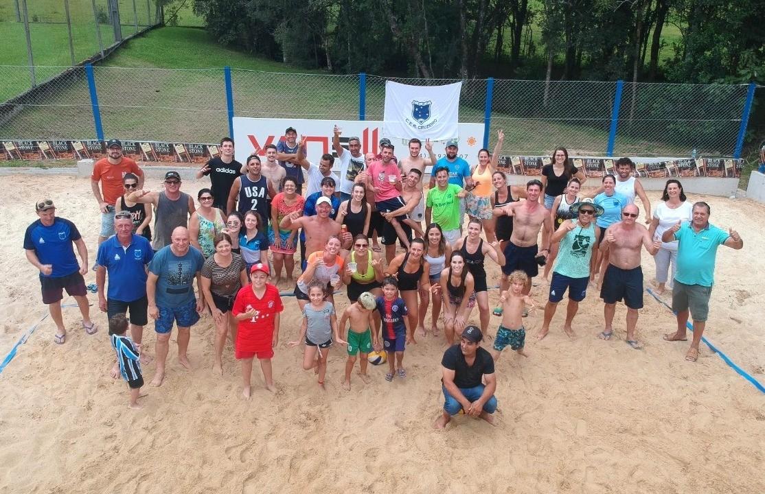C.E.R Cruzeiro inaugura quadra de areia na Sede Campestre, em São Gotardo