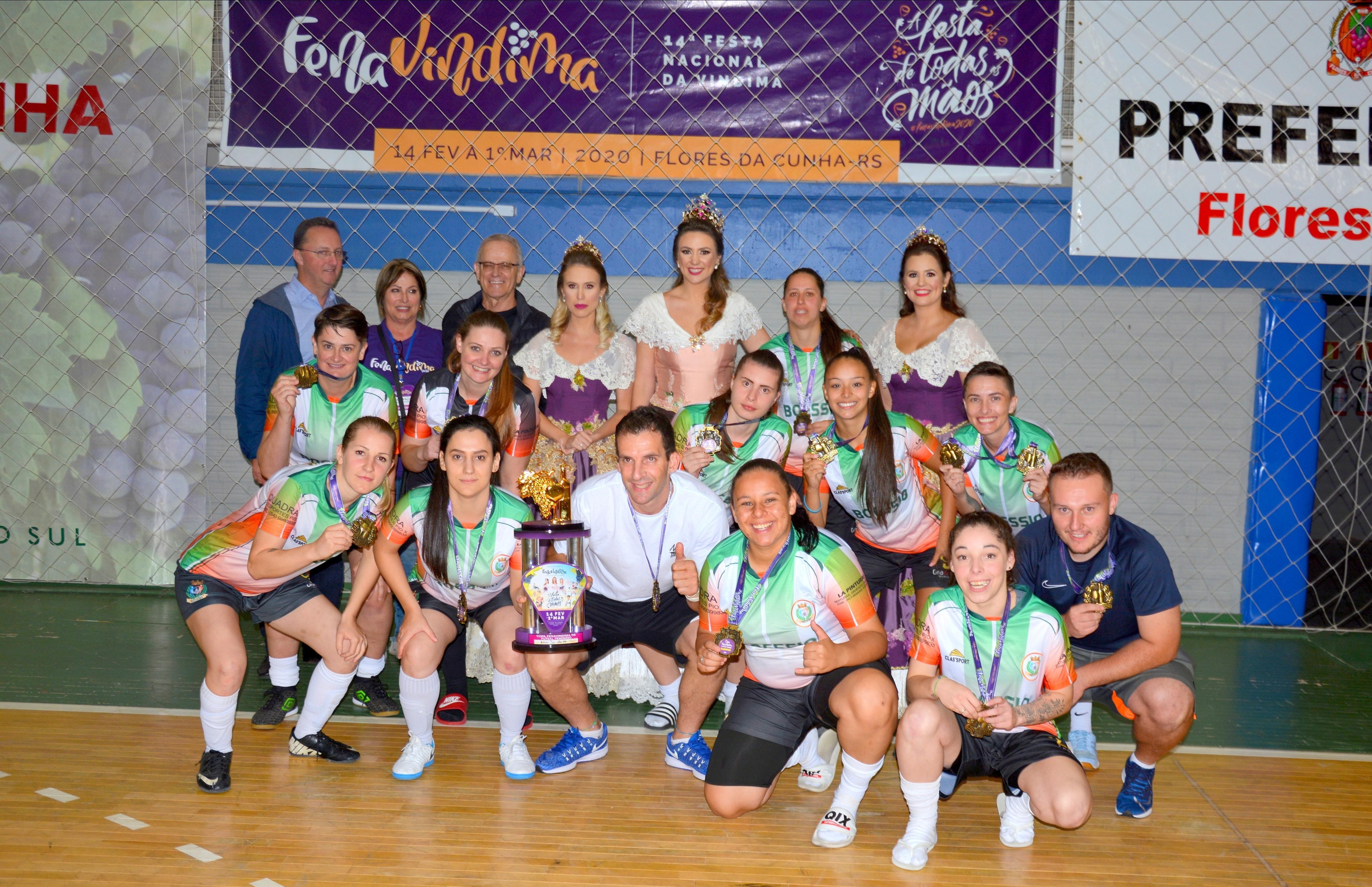 Equipe 1º de Maio é campeã da Copa FenaVindima de futsal feminino