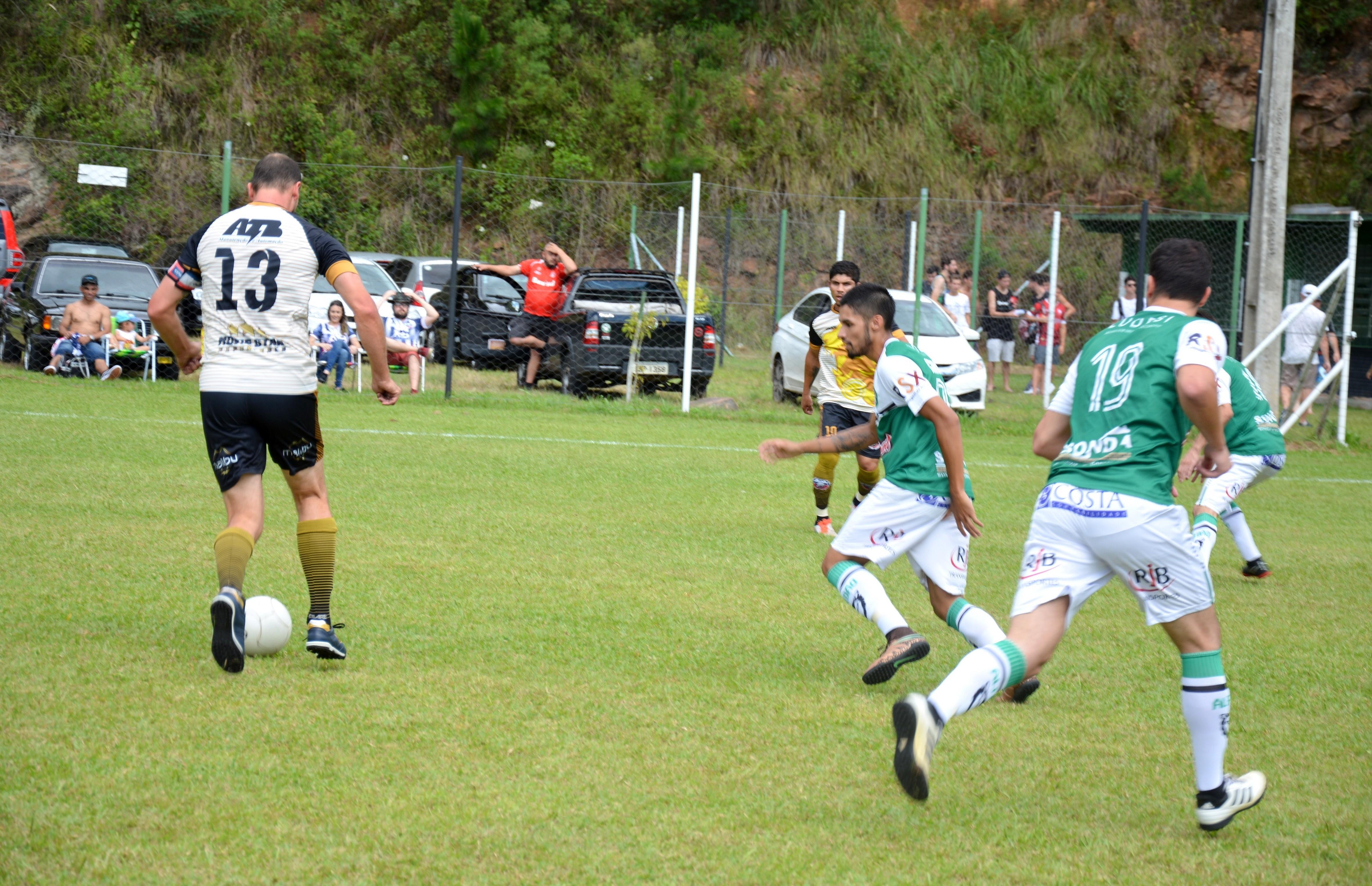 Sete equipes estão classificadas para as oitavas de final do futebol 7 florense